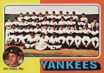 1975 Topps New York Yankees Team #611 Baseball Card