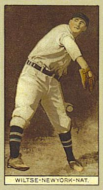 1912 Brown Backgrounds (Red Cross) Hooks Wiltse #199 Baseball Card